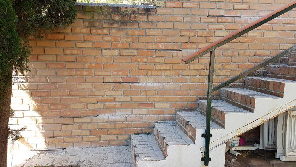 Reparación de muro mediante cosido de grapas de acero corrugado